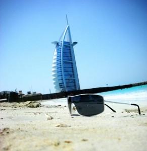 Pohled na hotel z pláže Jumeirah beach v Dubaji